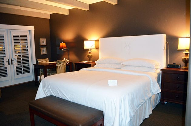 Guest Room Suite Wine & Roses